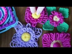 Flower loom square and circle combined for flower with leaves tutorial.