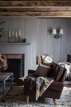 Expert Advice: How to Use Wood Paneling to Add Loftiness to a Room - Remodelista Rooms Home Decor, Living Room Interior, Cheap Home Decor, Living Room Furniture, Cottage Furniture, Chic Living Room, Living Room Decor, Fixer Upper, Interior Wood Paneling