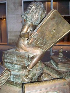 Statue of girl reading in Cuesta del Rosario, Sevilla. The statue honors Clara Campoamor with words on the plaque noting her contribution to the freedom of women. Clara fought to ensure that the 1931 Constitution of Spain gave women the right to vote. The statue was created by Anna Jonsson and was placed in the plaza in 2007