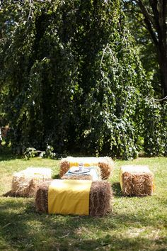 Great idea for visiting and a hay bale table for snacks