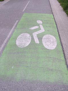 Bicycle lane     http://www.fahrrad-diebstahl.com/