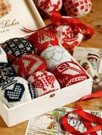 Julekuler, so funny and surely pure joy while knitting them Knitted Christmas Decorations, Knit Christmas Ornaments, Christmas Knitting, Swedish Christmas, Christmas Love, Scandinavian Christmas, Christmas Projects, Holiday Crafts, Norwegian Knitting