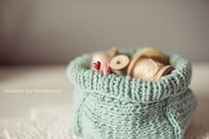 Gorgeous basket inspired on the pattern Soft Baskets by Joelle Hoverson from More Last-Minute Knitted Gifts