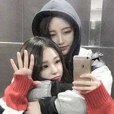 le dio me gusta a tu foto te ha comenzado a… # De Todo # amreading # books # wattpad Korean Girl Photo, Cute Korean Girl, Bff Girls, Girls In Love, Cute Lesbian Couples, Lesbian Love, Couples Lesbiens Mignons, Ulzzang Girl Fashion, Couple Ulzzang