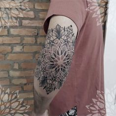 Brasília Tattoo Festival: 32 artists who will attend the event! Armbeugen Tattoos, Best Sleeve Tattoos, Time Tattoos, Body Art Tattoos, Tattoos For Guys, Cool Tattoos, Tattos, Mandala Tattoo Mann, Tattoos Mandalas