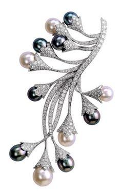 Black & white pearl brooch