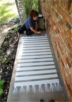 How to Paint Concrete—a Patio Makeover - Run To Radiance How to paint concrete patio and create a rug pattern - it's a super simple project that adds character to your space. Come check out my porch makeover! Painted Porch Floors, Porch Paint, Porch Flooring, Painted Rug, Painted Floor Cloths, Painted Stairs, Concrete Patios, Concrete Steps, How To Paint Concrete