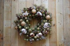 Sušený velikonoční věnec - Tento velikonoční věnec je ozdoben sušenými květinami a vajíčky. Na vajíčkách jsou motivy velikonočních zajíců pomocí techniky decoupage. ( DIY, Hobby, Crafts, Homemade, Handmade, Creative, Ideas)