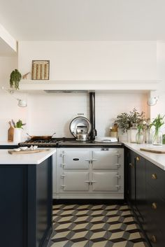 deVOL Kitchens make the Classic English Kitchen, Shaker Kitchen and Air kitchens. All our bespoke kitchens are handmade by deVOL cabinet makers in our Leicestershire workshops. Home Kitchens, Outdoor Kitchen Design, Kitchen Remodel, Kitchen Design, Modern Kitchen, Devol Kitchens, New Kitchen, Kitchen, Kitchen Styling