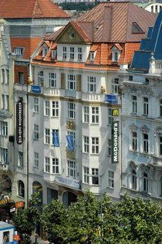 Vysoce kvalitní kancelářská budova Václavské náměstí 9 je zajímavou kombinací historické fasády a moderního interiéru. Svým obyvatelům poskytuje veškeré pohodlí a nachází se v samém centru Prahy.