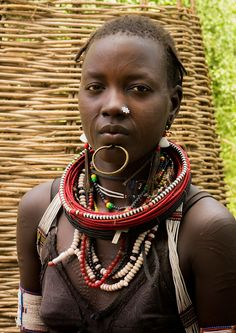 Sudanese Toposa tribe girl refugee in Kangate, Omo Valley, Ethiopia African Tribal Girls, African Women, Africa Tribes, East Africa, Africa Mission Trip, H Cosplay, Africa People, Ariana Grande Drawings, African Traditions