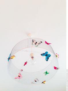 pour mes jolis mômes, mais pas que...: En vrac chez les jolis mômes... Diy Crafts For Home Decor, Fun Crafts, Diy Abat Jour, Chicken Wire Art, Diy Lampe, Garden Theme, Handmade Decorations, Lampshades, Lights