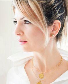Stunning layering. 🔶 Μοναδικές εμφανίσεις με φινέτσα ◽◽◽◽◽ #konstantinato #coinnecklace @iris.gold #irisgoldfactory #irisgold Silver Pendants, Pearl Earrings, Jewels, Pearl Studs, Jewerly, Bead Earrings, Gemstones, Fine Jewelry, Gem