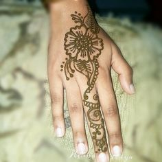 Ring finger mehndi design with flower Mehndi Designs For Fingers, Ring Finger, Hand Henna, Hand Tattoos, Design Inspiration, Flower, Simple, Flowers