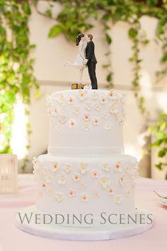 Little yellow flowers〜ウエディングケーキ〜 の画像|ハワイウェディングプランナーNAOKOの欧米スタイル結婚式ブログ