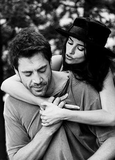 Javier Bardem & Penelope Cruz in Vicky Cristina Barcelona directed by Woody Allen 2008 Vicky Cristina Barcelona, Penelope Cruz, Xavier Bardem, Hollywood Couples, Grace Loves Lace, Famous Couples, Poses, Christian Women, Couple Shoot