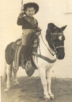 Another great pony photo Vintage Children Photos, Vintage Images, Vintage Kids, Vintage Western Wear, Vintage Horse, Cowgirl And Horse, Cowboy And Cowgirl, Cute Little Baby, My Little Pony