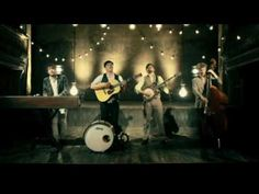 """Mumford & Sons - Little Lion Man The lighting. The banjo playing. I'm digging everything about this video. thatkindofwoman: """" lindseygmac: """" Mumford & Sons - Little Lion. Kinds Of Music, Music Love, Music Is Life, Love Songs, Good Music, My Music, Music Lyrics, Music Songs, Music Videos"""