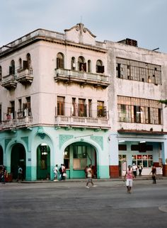 A Guide to Cuba | Behind the Scenes with Shane and Lauren Photography | Venuelust