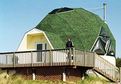 Geodesic Dome House- I have wanted to live in a geodesic dome house since the first time I saw a picture many years ago. Strongest structure ever made. Geodesic Sphere, Geodesic Dome Homes, Dome House, Simple House, House Floor Plans, Solar Panels, Construction, Exterior, House Design