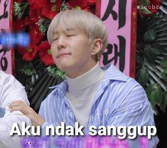 K Meme, Funny Kpop Memes, Bts Memes, Funny Quotes, Meme Faces, Funny Faces, Current Mood Meme, Seventeen Memes, Cute Kawaii Drawings