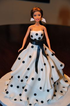 my Barbie birthday cake in an Oscar de la Renta gown