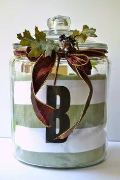 Inexpensive DIY Gift Ideas This is monogrammed, but any jar and dish towel would work. Love this as a Christmas gift idea with a holiday kitchen to. Diy Gifts Cheap, Inexpensive Gift, Easy Gifts, Creative Gifts, Homemade Gifts, Cute Gifts, Unique Gifts, Hostess Gifts, Housewarming Gifts