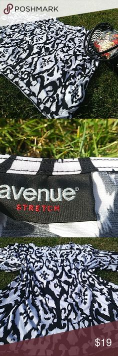 Avenue Stretch Blouse 3x No size indicated Preworn Noy dry cleaned Black white Avenue Stretch Short sleeve blouse Shirt Avenue Tops