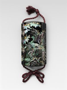 Inro phoenix pattern, Japan, inlaid with mother of pearl lacquer in Somada style nineteenth century.