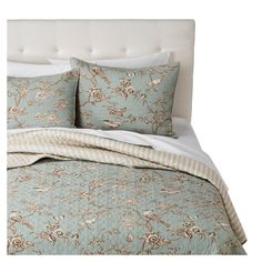 This three piece coverlet set includes a full/queen or king size quilt and two matching pillow shams. This quilt set is machine washable for easy care. 3 Piece Full/Queen or King Size Pink, Blue, and Teal Floral Patchwork Bedding Bedspread Bed Quilt Set. Pillow Shams, Bed Pillows, Bed Linens, Teal Bedding Sets, Target Bedding, Comforter Sets, Blue Bedroom Decor, Bedroom Ideas, Paris Bedroom