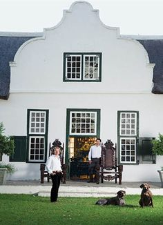 Cape Dutch architecture - the symmetry and the parapet gabled roof. Dutch House, Dutch Door, Beautiful Architecture, Architecture Details, Roof Architecture, Exterior Design, Interior And Exterior, South African Homes, Dutch Gardens