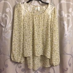 Top Nice cool loose fitting blouse great for anytime. Pretty light floral pattern with lace on shoulder. Fits short in front and long in back. Elastic sleeve very comfy! Mimi Chica Tops