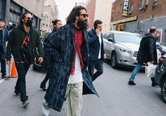 Sacai shirt Phil Oh's best takes on Street Style. New York Street Style, Street Style 2016, Spring Street Style, Fall Fashion Week, Autumn Fashion, Mod Fashion, Fashion Photo, Men Street, Street Wear