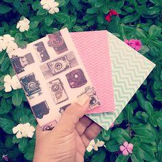 Passando aqui hoje para dizer que esse conjunto fofo de caderninhos é apenas um dos novos produtos que estarão na nova fase da loja virtual do estúdio em breve! Logo logo vou compartilhar com vocês a data o relançamento da marca! ❤ #encadernaçãoartesanal #bookbinding #cadernoartesanal #papelaria #papelariaartesanal #papelariacriativa #paperlover #handmade #design #slowdesign #estudiocriativo