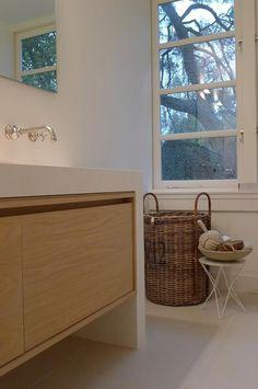 Badkamermeubel, maar dan met moderne kranen, vinden het mooi als ze uit de muur steken