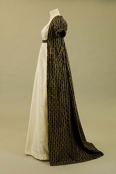 Regency fashion : stripey shawl store by Royal Pavilion & Brighton Museums 1800s Fashion, 19th Century Fashion, Vintage Fashion, Victorian Fashion, Vintage Outfits, Vintage Gowns, Victorian Dresses, Moda Vintage, Vintage Mode