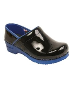 As easy on the feet as they are on the eyes, these modern clogs showcase stand-out style and unmatched comfort. A product of quality craftsmanship, this pair features fashionable patent uppers and a trendy two-tone look.Size note: Sanita clogs should fit with a 0.25'' (pinky finger's width) gap between the heel of the foot and the back of the clog.