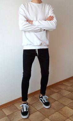 Vans old skool black skinny jeans boys guys outfit vans love Skinny Guys, Skinny Jeans, Stylish Men, Men Casual, Vans Old Skool Outfit, Teenage Boy Fashion, Superenge Jeans, Look Man, Korean Fashion Men