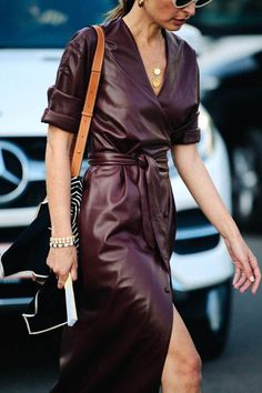 The Top Fall Trends in 19 Cool Outfit Ideas From fashion week coverage and the best dressed Look Fashion, Trendy Fashion, Autumn Fashion, Womens Fashion, Fashion Tips, Feminine Fashion, Feminine Style, Fashion Websites, Fashion Stores