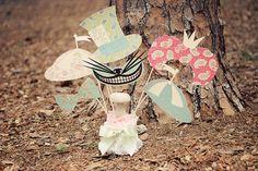 Alice im Wunderland Accessoires fürs Foto Booth | Foto: windrosie Etsy