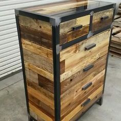Industrial Design Style Tall Vertical Dresser Made From Reclaimed Wood Hohe Vertikale Kommode Im Industrial Design Stil Aus Altholz - Besondere Tag Ideen