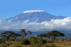 Kilimandscharo im Tansania Reiseführer http://www.abenteurer.net/3035-tansania-reisefuehrer/