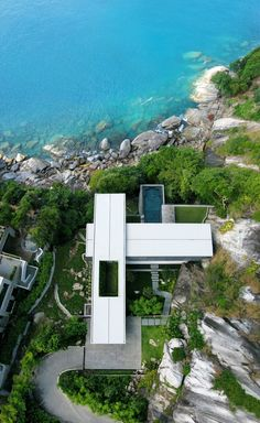 Villa Amanzi: a Sumptuous House on the Rocks by original Vision studio Architects from above