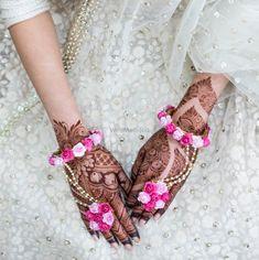 Stunning pink floral haathphool for mehendi #wedmegood #mehendi #indianbride #indianwedding #haathphool #indianjewellery #jewellery #pink #pinkjewellery #bride #mehendijewellery #floraljewellery