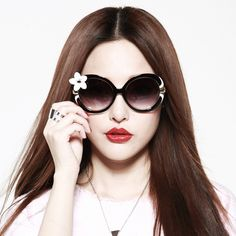 Beautiful sunglasses with flower🌺 at one side