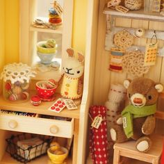 """Let's have fun taking pics of the work I made in the past!!"" Vol.7 - ""JaM-Jam handmade zakka shop"", made in 2006, 1/16 scale  昔作った作品を引っ張り出してきて写真撮って楽しもー‼️シリーズ、その7。クマさんはお店番ウサギさんはパペット仕様 #miniature #dollshouse #diorama #ochibitsminiatures #ミニチュア #ドールハウス #オチビッツのミニチュア"