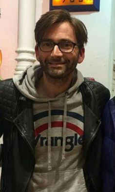 David Tennant wearing his glasses :) Scottish Actors, British Actors, David Tennant, Doctor Who Series 4, John Mcdonald, Richard Ii, Broadchurch, Thanks For The Memories, Donna Noble