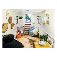 #narrowboat Exterior Design, Interior And Exterior, Canal Barge, Narrow Boat, Flying Dutchman, Boat Design, Hoe, Grid, Boats