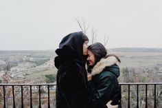 Enrique Gil admitted it was a huge step for him to introduce Liza Soberano to his entire family when they both visited them Spain for the holidays. Enrique Gil, Ranz Kyle, Liza Soberano No Make Up, Jadine, Eurotrip, Pinoy, Love Is Sweet, Beach Photos, Aesthetic Art