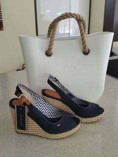 white obag - Google Search O Bag, Fashion Inspiration, Espadrilles, Backgrounds, Walking, Shower, Google Search, My Style, Heels